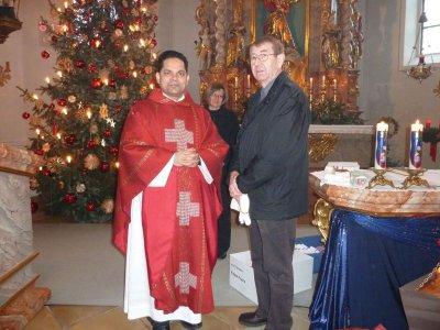 Foto zur Meldung: Pfarrer Johan Kodiamkunnel dankt 128 ehrenamtlichen Pfarrangehörigen
