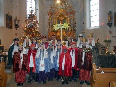 Foto zur Meldung: Sechs Sternsingergruppen aus Prackenbach und Krailing sammelten 2.622,21 € für die Kinder in Not