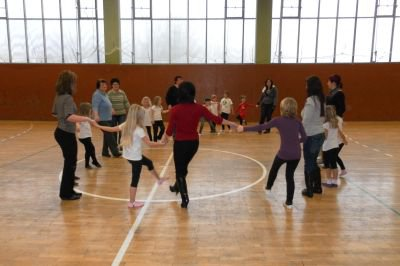 Foto zur Meldung: Tanz für und mit  Eltern und Großeltern