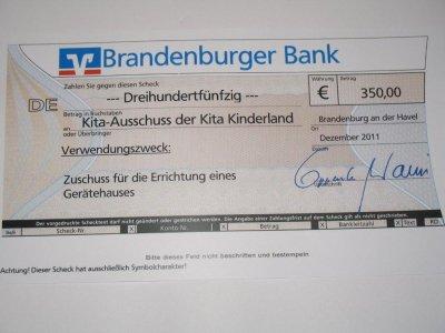 Foto zu Meldung: Spende der Brandenburger Bank für die Kita Kinderland