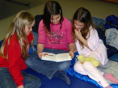 Foto zur Meldung: Lesen und Schlafen