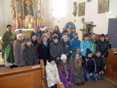 Foto zur Meldung: Firmlinge von 2012 aus Prackenbach und Krailing stellten sich der Pfarrgemeinde vor