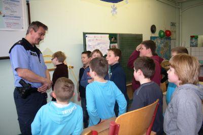 Foto zur Meldung: Polizei in der Schule