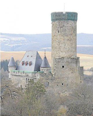 Foto zur Meldung: Ortsgemeinde: Sanierung der Burg geht weiter