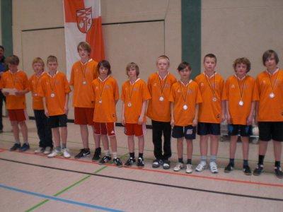 Foto zur Meldung: Silbermedaille für die Zweifelderballmannschaft unserer Schule