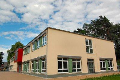 Foto zur Meldung: Falkenseer im Stadtwette-Fieber 2: Mehr als 400 Papierflieger in 45 Minuten Kunstunterricht