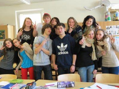 Foto zur Meldung: Schüler des Neuen Gymnasiums Falkensee gewinnen CD-ROM und  hundertfünfzig Euro für die Klassenkasse