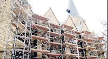 Foto zu Meldung: Stadtkirche St. Jakobi erhält neue Fenster / Arbeiten dauern länger als geplant, Gottesdienst zum Ostermontag ins Mutterhaus verlegt