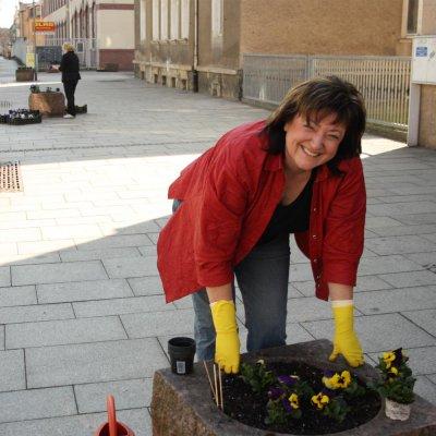 Foto zur Meldung: Frühjahrsbepflanzung der Blumenkübel