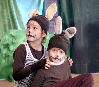 Vorschaubild zur Meldung: Sonntagsmärchen im Holzhaustheater: Angsthase wird mutig – Probe am Ostermontag