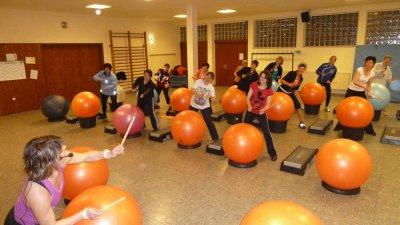 Foto zur Meldung: Viel Spaß bei den Aerobics der TuS Burgschwalbach