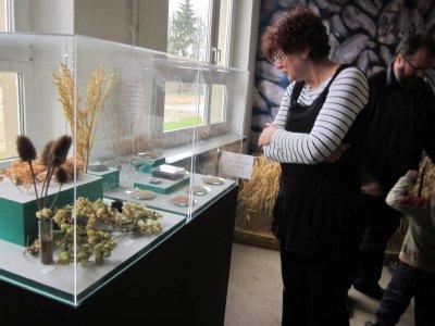 """Foto zu Meldung: Ausstellung """"Ackern-Flößen-Jagen"""" im Archäologischen Park in Freyenstein"""