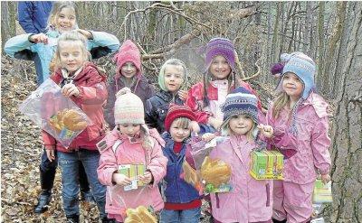 Foto zur Meldung: Freundeskreis der Kinder von Burgschwalbach e.V.: Mit Anorak und Wollmütze auf der Suche nach leckeren Osterhasen