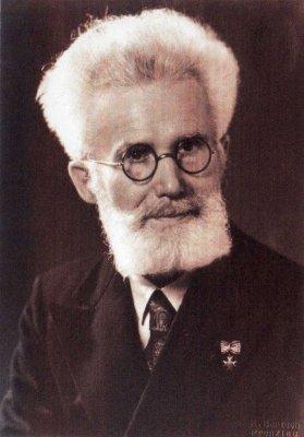 Foto zur Meldung: Bernhard Mätzke geehrt - Gedenkstein für ehemaligen Schulleiter