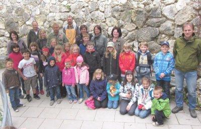 Foto zur Meldung: 18 Kommunionkinder fuhren in die Regensburger Gegend
