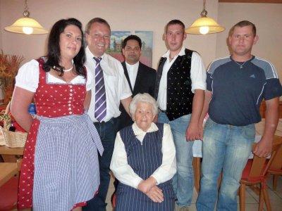 Foto zur Meldung: Zum 90. Geburtstag von Franziska Vogl
