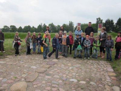 Foto zu Meldung: Meyenburger Schüler im Archäologischen Park Freyenstein