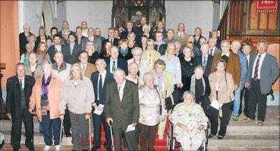 Foto zu Meldung: Zahl der Jubelkonfirmanden wächst und wächst - Über 60 Männer und Frauen feiern silberne, goldene, Gnaden- und Kronjuwelen-Konfirmation