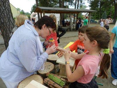 Foto zu Meldung: Landtagsabgeordnete Sylvia Lehmann zu Gast beim Hoffest der Grund- und Oberschule Schenkenland