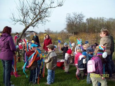 Foto zu Meldung: Neundorfer Pusteblume startet fröhlich ins Kleingartenprojekt