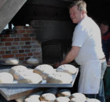 Vorschaubild zur Meldung: Hofbäcker bei Pingels