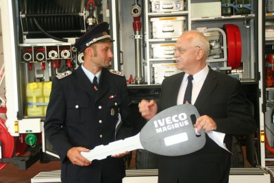Foto zur Meldung: Übergabe eines neues Feuerwehrfahrzeuges an die Burger Feuerwehr