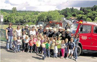 Foto zur Meldung: Ortsgemeinde: Kita-Forscher besuchen die Brandschützer