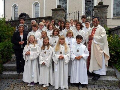 Foto zur Meldung: Ministrantenaufnahme und Fahrzeugsegnung in der Pfarrei St. Georg
