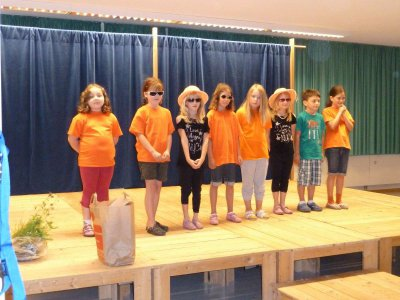 Foto zur Meldung: Märchenhafte Theaterwanderung in der Grundschule