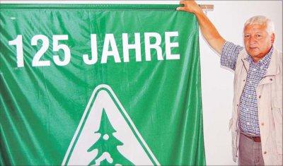 Foto zu Meldung: Tausend Wanderer kennen am Sonntag nur ein Ziel: die Bodfeldhalle in Elbingerode  - Gastgeber-Vereinschef bekräftigt Einladung/Traditionelle Sternwanderung zum Vereinsjubiläum