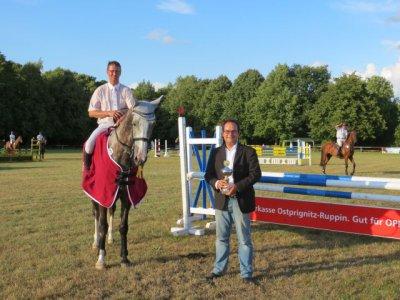 Foto zur Meldung: Preis der Sparkasse OPR an Thomas Kann