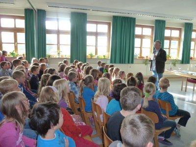 """Foto zur Meldung: """"Mika´s erstes Punktspiel"""" - Autorenlesung in der Grundschule"""