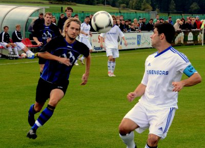 Foto zu Meldung: Landesliga: FC Vorwärts Röslau - SpVgg Weiden 1:3 (1:2)