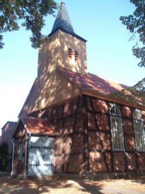 Foto zur Meldung: Die Kirche in Zellendorf ohne Außengerüst