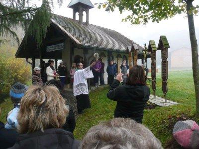 Foto zur Meldung: 30-jähriges Jubiläum zur Kapellenweihe in Viechtafell – Segnung der Totenbretter
