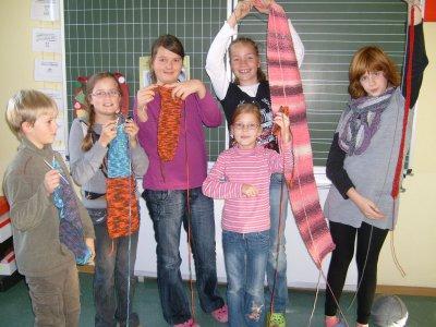 Foto zur Meldung: Wer strickt den längsten Schal?
