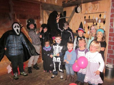 Foto zur Meldung: Hexen und Zauberer in Hagengrub unterwegs