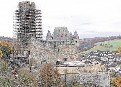 Foto zur Meldung: Ortsgemeinde: Arbeiten an der Burg liegen im Zeitplan