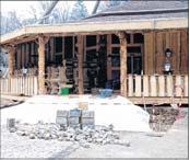 Foto zur Meldung: Harzer Fichtenholz für neue Köhlerhütte - 100 Plätze am offenen Kamin im Inneren und rustikaler Biergarten