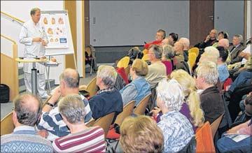 Foto zu Meldung: Herz in Gefahr – Arzt wird von Zuhörern mit vielen Fragen bestürmt / Über 80 Besucher beim Vortrag im Diakoniekrankenhaus / Spezielle Sportgruppe nimmt ihre Tätigkeit auf