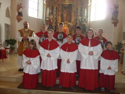 Foto zur Meldung: Fünf neue Ministranten in den Dienst am Altar aufgenommen und drei Minis verabschiedet