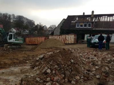 Foto zur Meldung: Abbrucharbeiten in der Hauptstraße haben begonnen