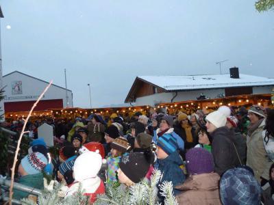 Foto zur Meldung: Riesen Erfolg für die Jubiläumsveranstaltung der 15. Dorfweihnacht trotz empfindlicher Kälte