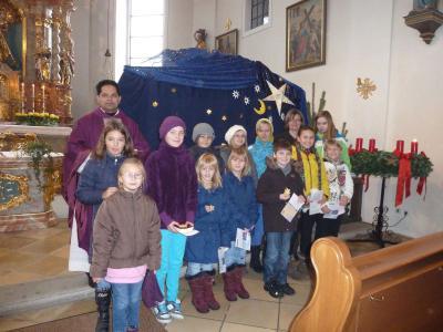 Foto zur Meldung: Familiengottesdienst zum 1. Advent – Pfarrer John feierte Geburtstag