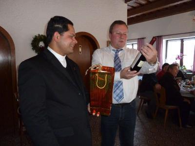 Foto zur Meldung: Pfarrer John: Advent ist eine Zeit der Lichter, der Liebe, Freude und Geborgenheit