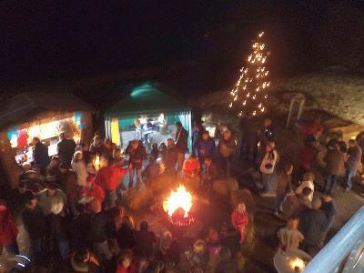 Foto zur Meldung: Adventsmarkt bei der Jugendgruppe der Feuerwehr