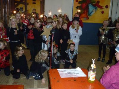 Foto zur Meldung: Hagengruber Weihnacht – eine Kultveranstaltung – 2500 Besucher trotzen Schnee und Regen