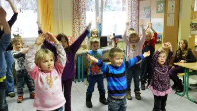 Foto zu Meldung: Weihnachtsbasteln mit den Kitakindern aus Schwerin, Groß- und Klein Köris