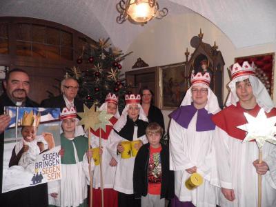 Foto zur Meldung: Ministranten freuten sich über neue Sternsingerkronen