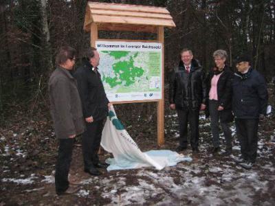 Vorschaubild zur Meldung: Staatsminister Helmut Brunner, MdL besuchte das Steinbrüchlein, Enthüllung einer neuen Wandertafel